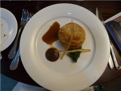 Guinea fowl in pastry